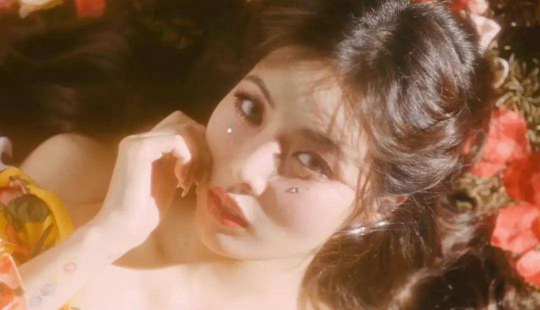 比起郑爽的泡面刘海她的可人眼泪妆更抢镜