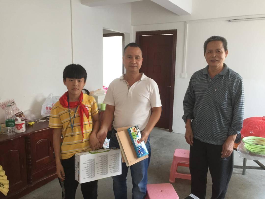 儿童节来临之际,三江公路人给孩子带去了一份礼物!