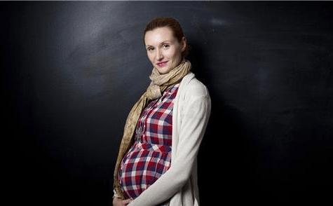 女子怀孕11个月还未生产,医生紧急催产:怎么能观念这么陈旧呢?