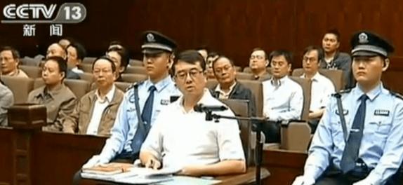 """重庆再落""""警虎""""!公安局局长邓恢林被查,前天还公开露面"""