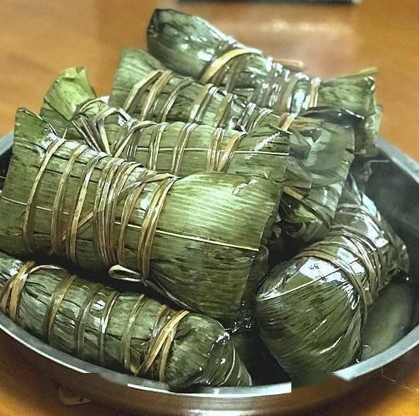 长粽常见于广西等地,一般是用粽叶包裹,因粽叶像芭蕉叶一样,非常的图片