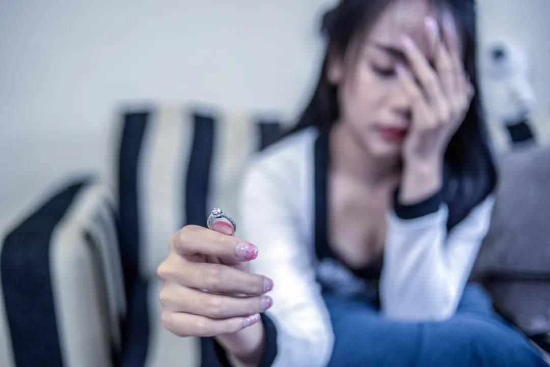 贵州一女子多次出轨,还往丈夫酒壶里投毒被判刑