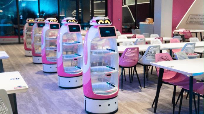 大厨们颤抖吗?全球最大机器人综合餐厅开业,最快20秒上菜