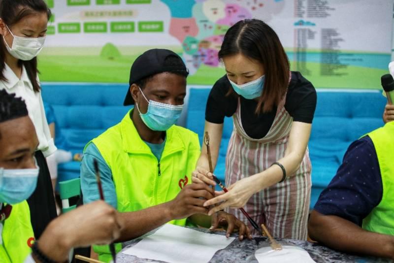 粽叶浓情飘香,中外青年志愿者文化体验交流活动