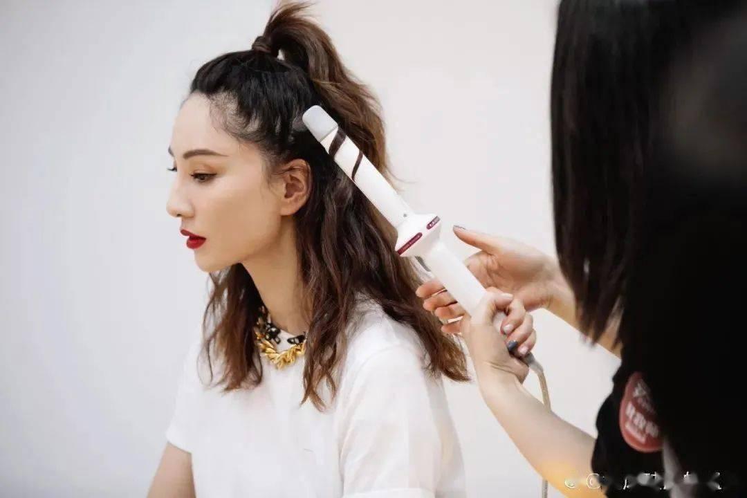 """年轻不用""""妆"""",像姐姐们一样会绑头发就够了!"""