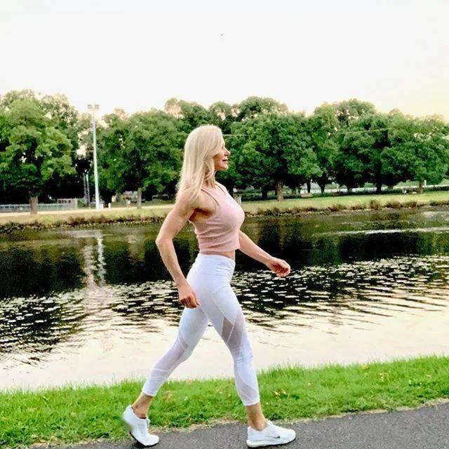 她48岁开始健身,64岁时身材如20岁少女,撸铁16年! 中级健身 第37张