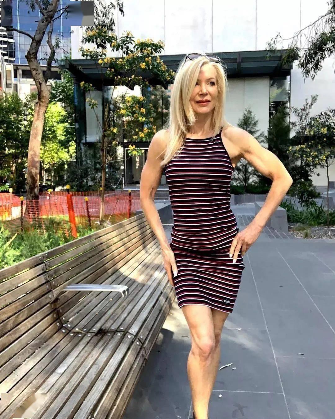她48岁开始健身,64岁时身材如20岁少女,撸铁16年! 中级健身 第43张