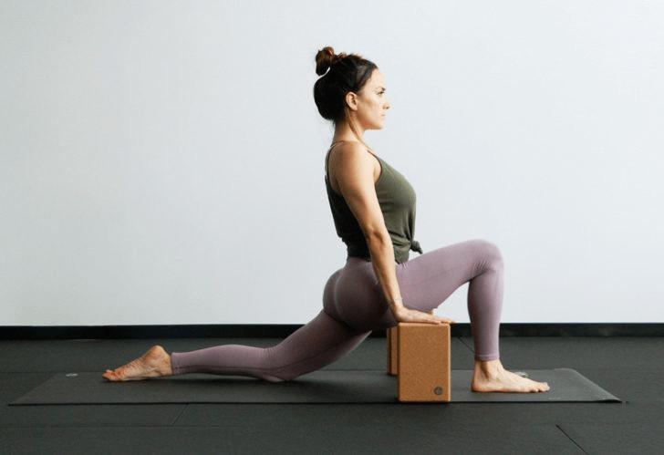 练瑜伽,没感觉?12个常见瑜伽体式,这样练超级有感觉! 减肥窍门 第8张