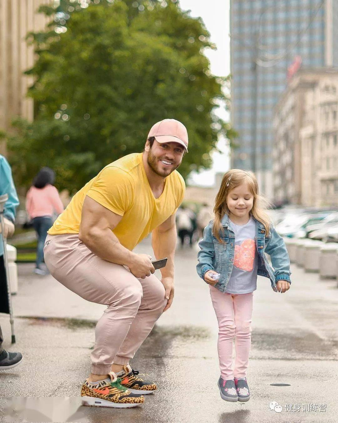 55cm臂围的肌肉硬汉,看了他的奶爸日常,我都想生娃了 初级健身 第22张