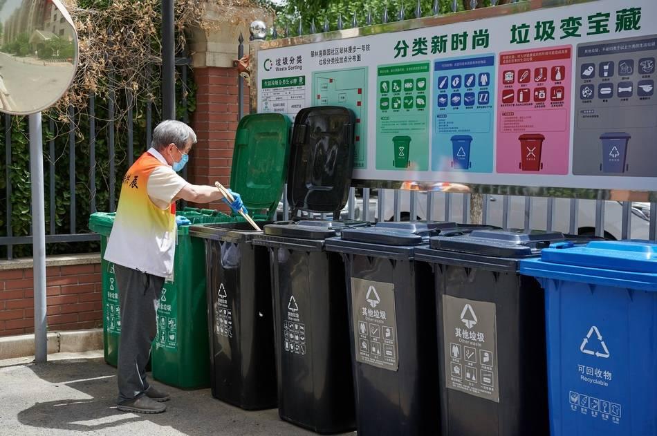5方挂桶垃圾车图片_小区垃圾桶_厕所垃圾入桶标语