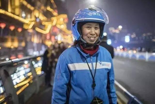 重庆女外卖王,5年跑了13万公里,挣了50万,成功给儿子换了肾