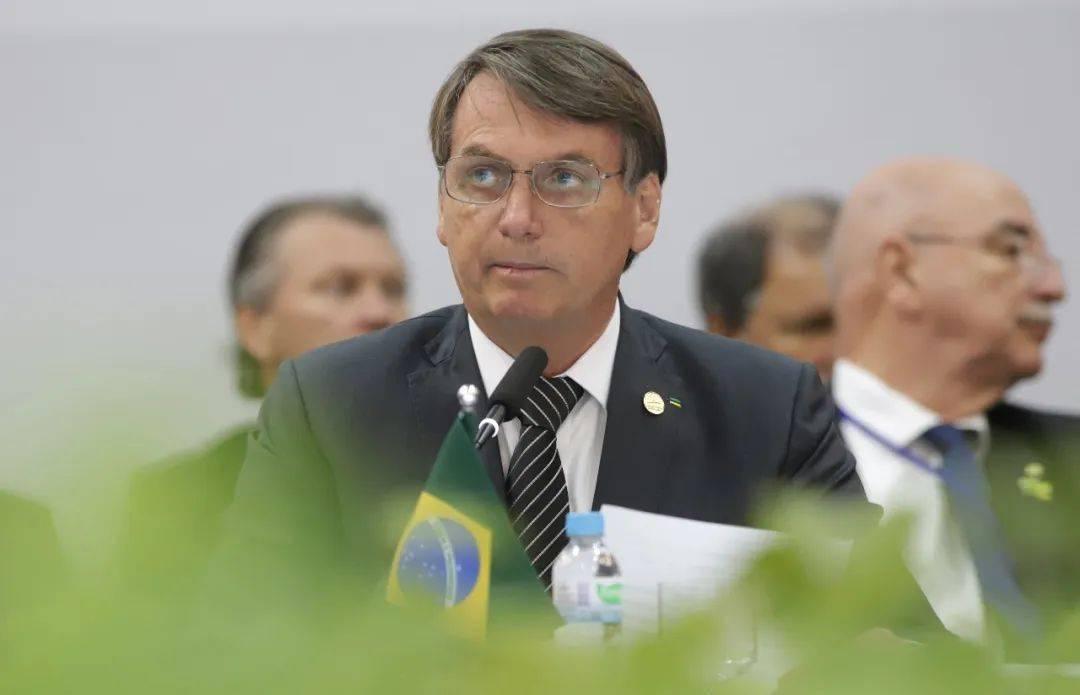 """65岁巴西总统检测呈阳性,曾称新冠肺炎是""""小流感"""""""