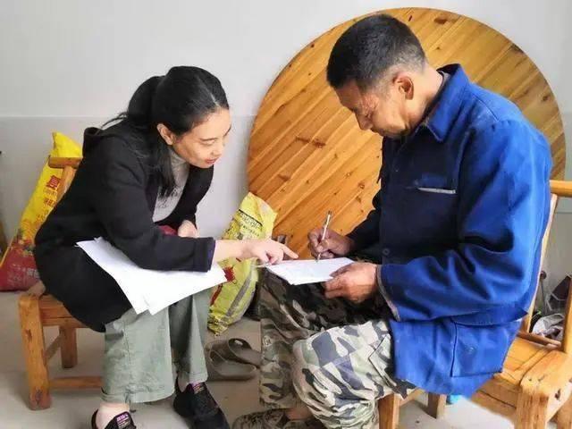 女作家下乡扶贫,走遍41个村庄为沉默地带发声