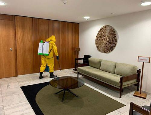 巴西总统府百余名员工感染新冠肺炎