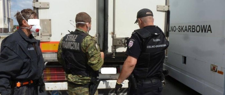 波兰冷冻货车发现7名越南偷渡者,最小15岁_德国新闻_德国中文网