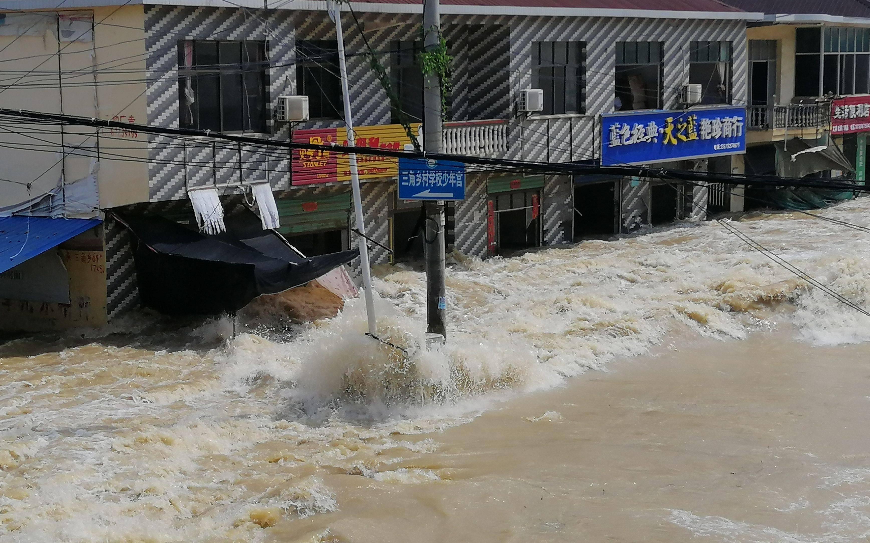 江西抗洪救援队:三年前洪灾也曾被救援,想要回报他人