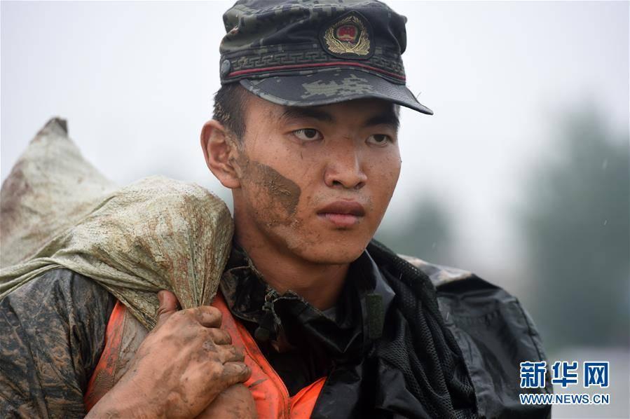 超级理发师安徽和县:加固河堤保安全