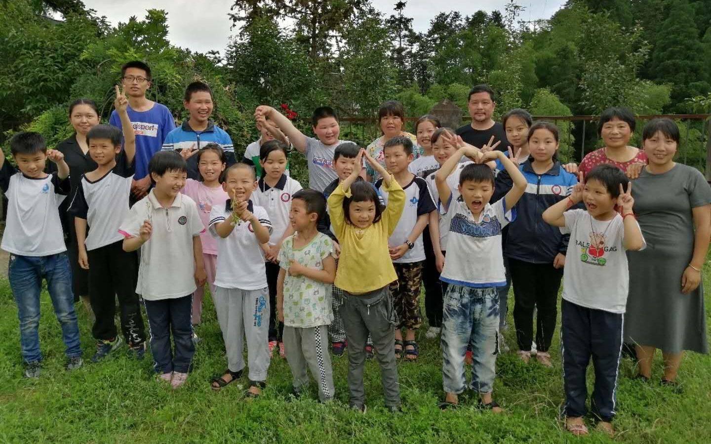 从300多名学生到2名学生办了76年的乡村学校上完最后一课