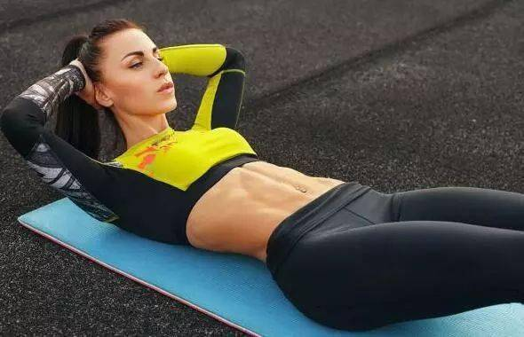 为什么练腹肌不推荐做仰卧起坐?