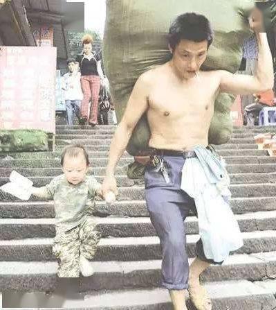 搬运农民工PK健身教练,谁的力气更大些?