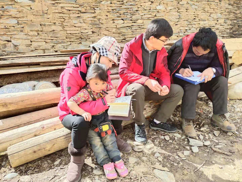 带着深情援藏倾注责任驻村——壤塘县援藏干部师春立驻村记