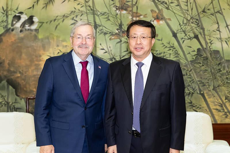 上海市市长龚正会见美国驻华大使布兰斯塔德