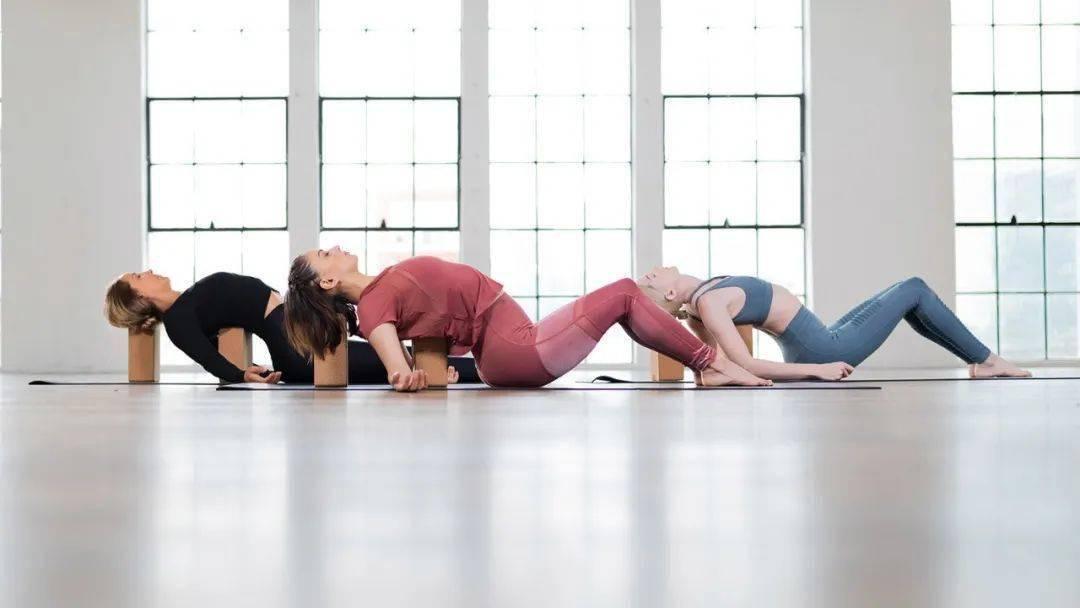 三伏天练瑜伽帮你高效排毒,错过还要再等1年!