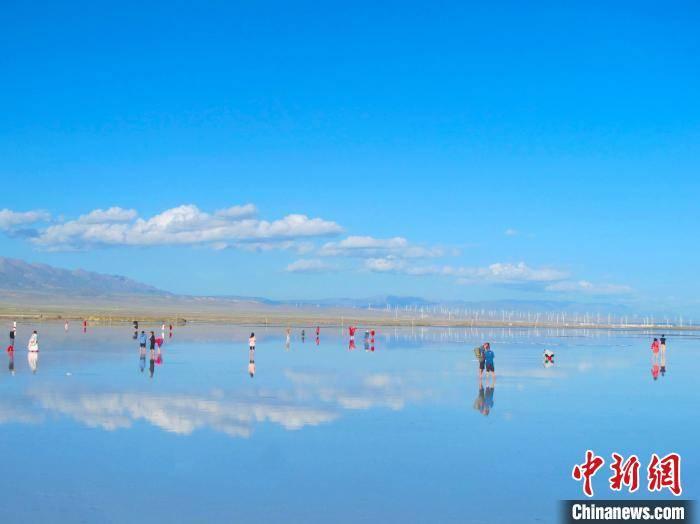 """青海迎传统旅游""""黄金季"""":""""天空之镜""""茶卡盐湖复苏势头强劲"""