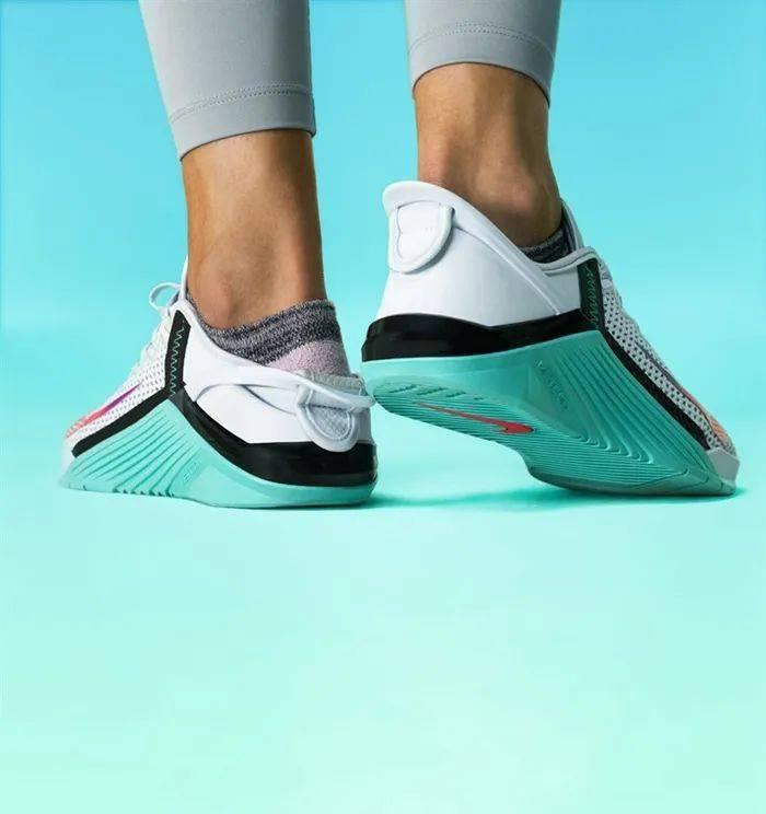 勒布朗送少年「特殊球鞋」,设计师道出真相,让人超感动!插图(29)