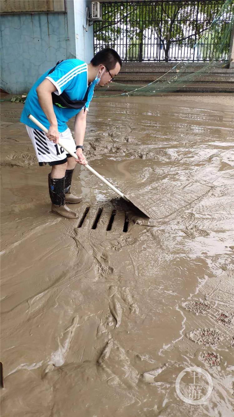 洪水退去了,鱼留了下来! 和江心洲军民共同努力战退洪水