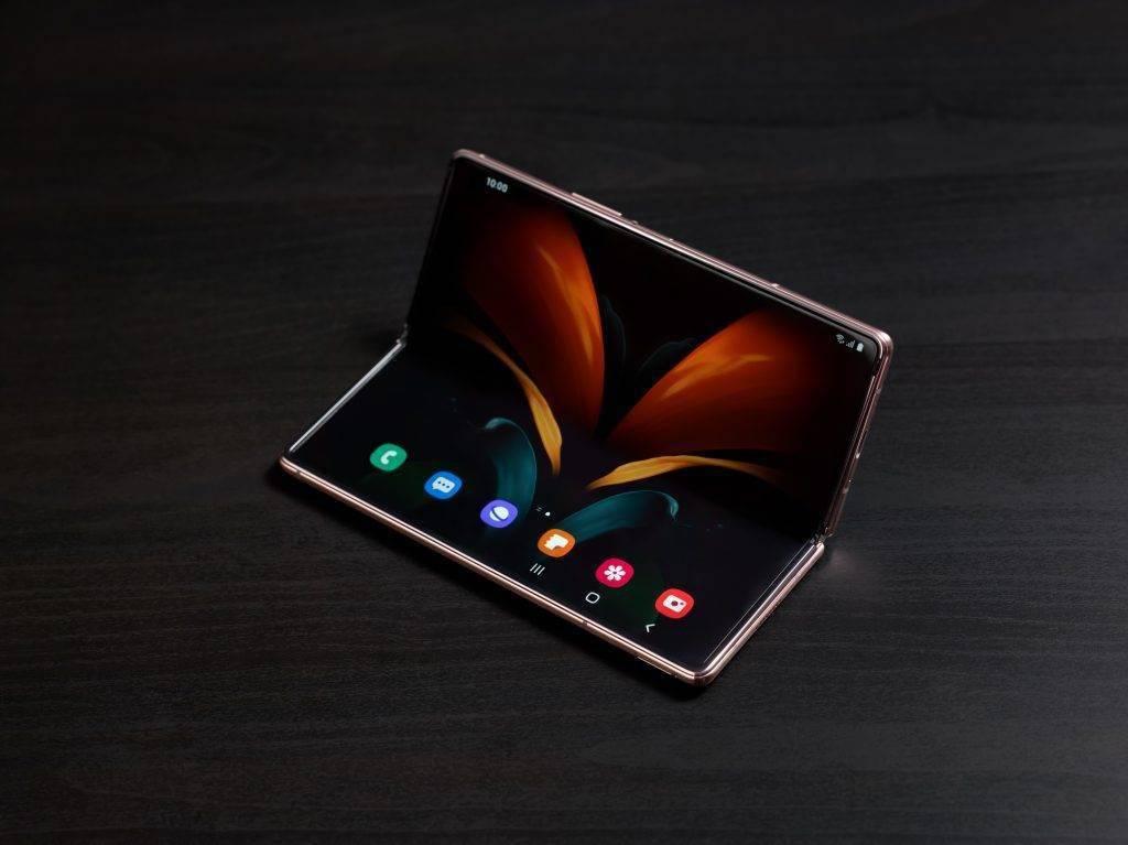 三星正式发布 Galaxy Z Fold 2 5G,带来了更好的屏幕和铰链设计