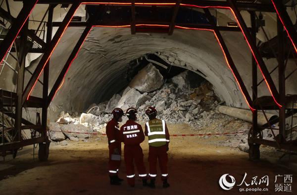 广西乐业在建隧道塌方致9人被困?
