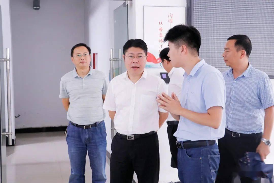 杨秀富深入乡镇调查经济和社会发展