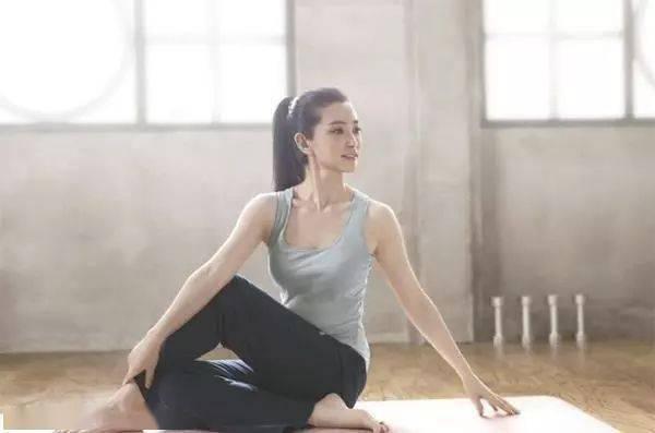 脊柱柔韧,人更年轻!6个瑜伽动作坚持练,保持身体的年轻!
