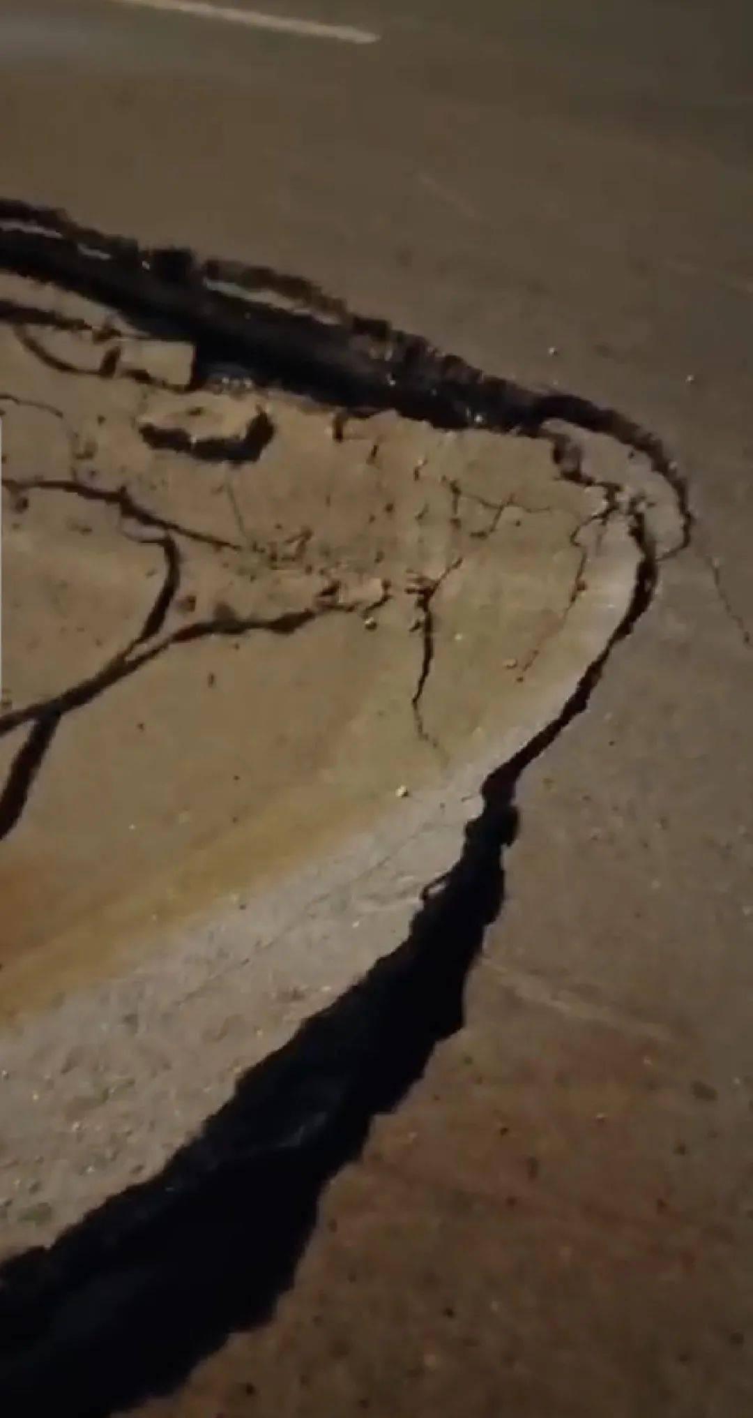 """危险!濮阳这个地方发生塌陷,马路惊现""""巨坑""""...."""