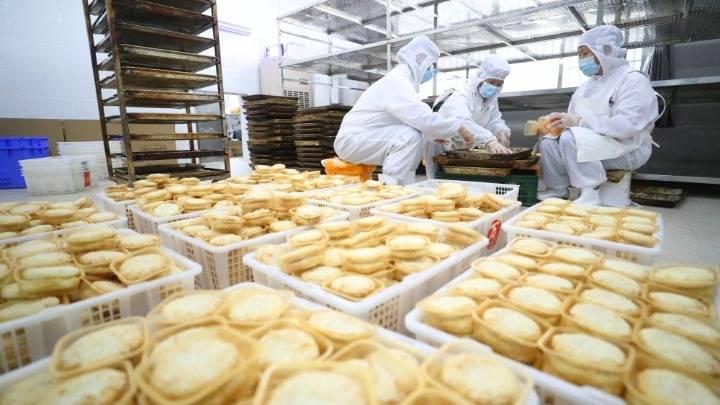 湖南衡阳:月饼生产迎中秋