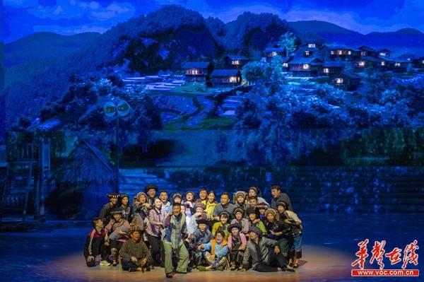 大型史诗歌舞剧《大地颂歌》首次公然演出 杜家