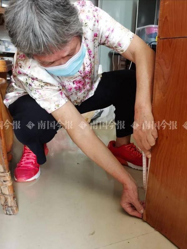 坏心!柳州奶奶出门三个月 家里污水淹脚