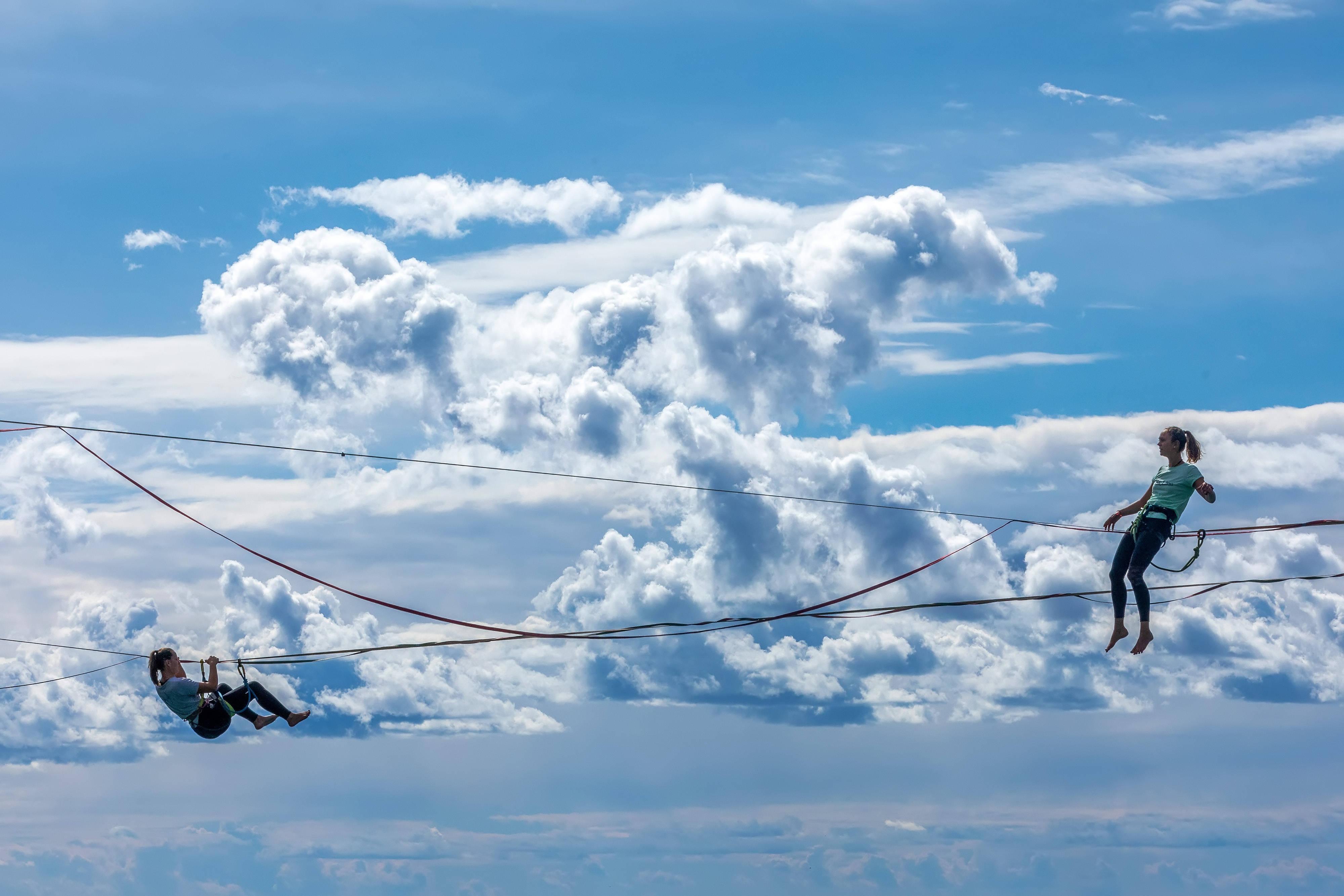 亚博电竞平台:走绳者