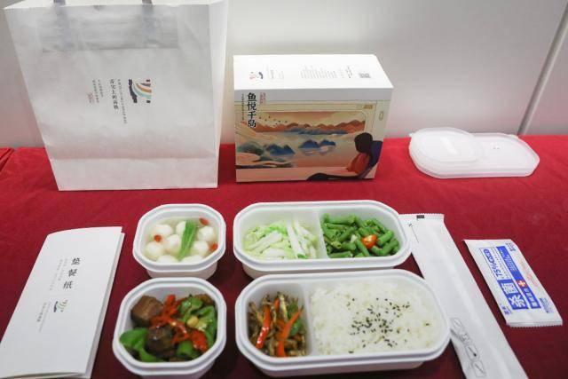 千岛湖鱼头汤、花猪肉,送到了这条高铁上