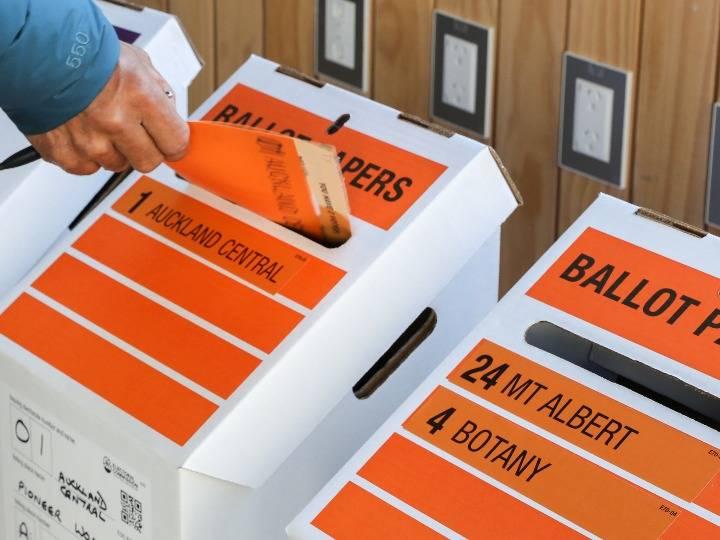 """新西兰选举""""戏外有戏"""""""
