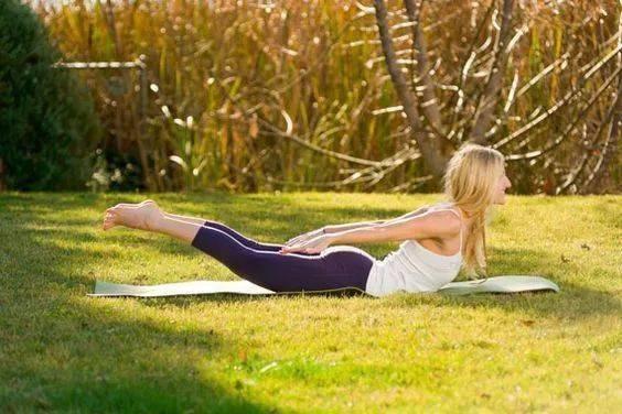 5个恢复性瑜伽体式,减压促睡眠