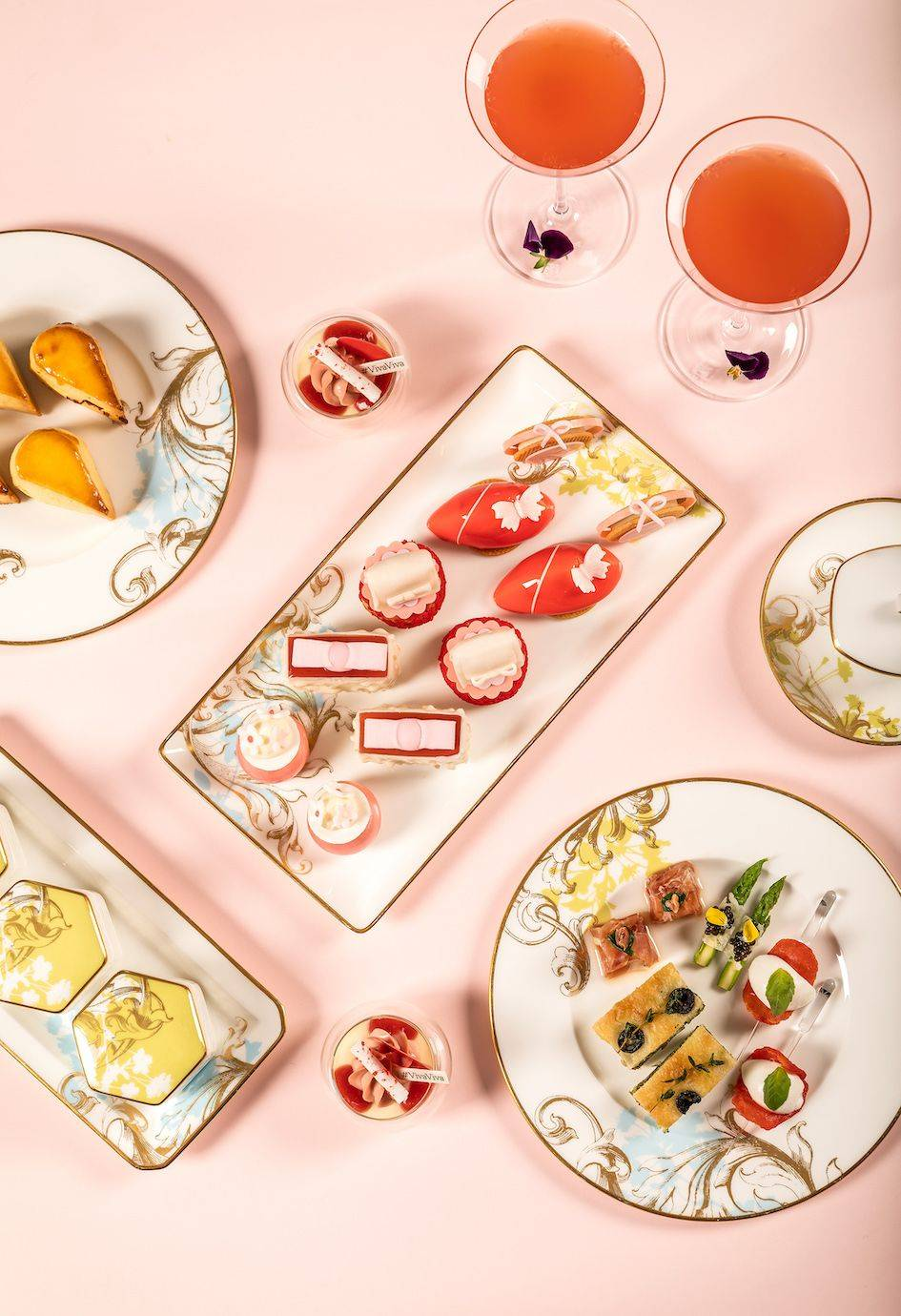 凯蒂猫、纪梵希唇膏、菲拉格慕包包,下午茶也流行组CP!