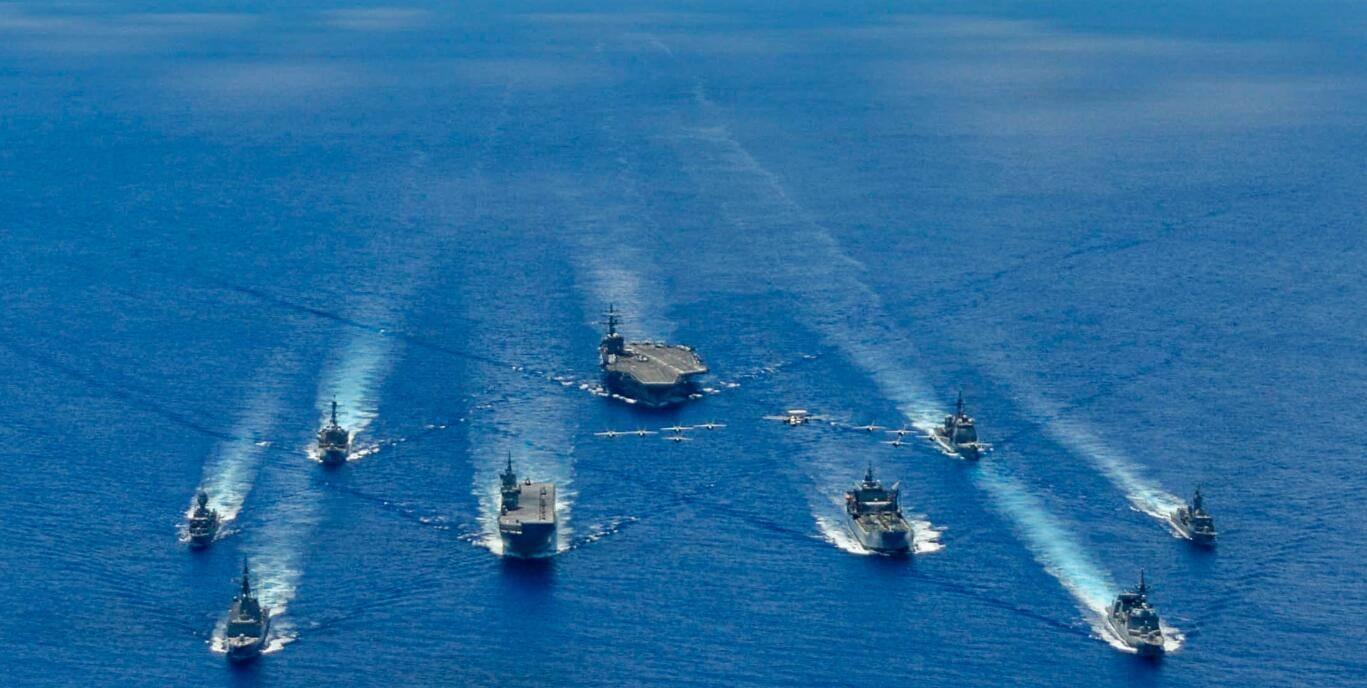 美军航母昨刚窜行南海 解放军立马来实弹演练     第3张
