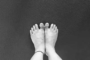 为什么瑜伽习练中总是强调张开脚趾?