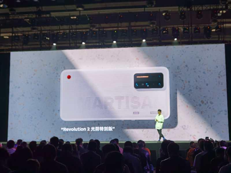 原锤子团队发布坚果首款5G手机,要和罗永浩直播间深度合作