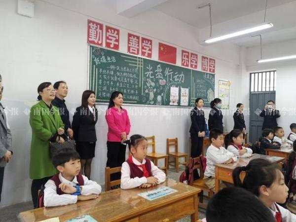 """家长孩子都能教,柳州这所学校厉害啦!学生称:""""我妈变化可真大!"""""""