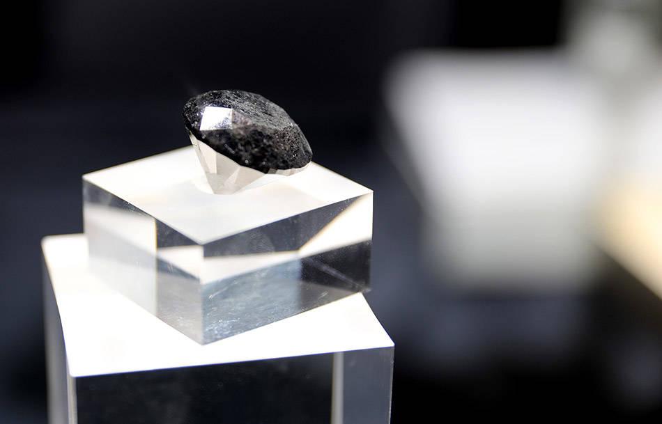 进博直击|估价3700万美元,88克拉超级黑钻从巴黎来了