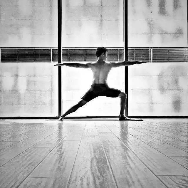 10个力量训练者的瑜伽基本姿势——每一个力量爱好者必学动作!