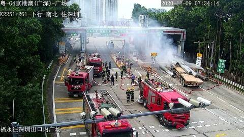 广深高速福永收费站:失控货车碰撞后起火